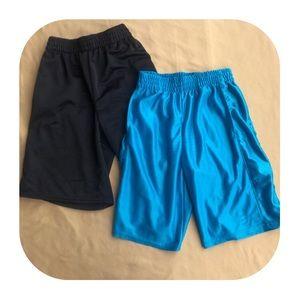 M (8) Boys 2 STARTER shorts